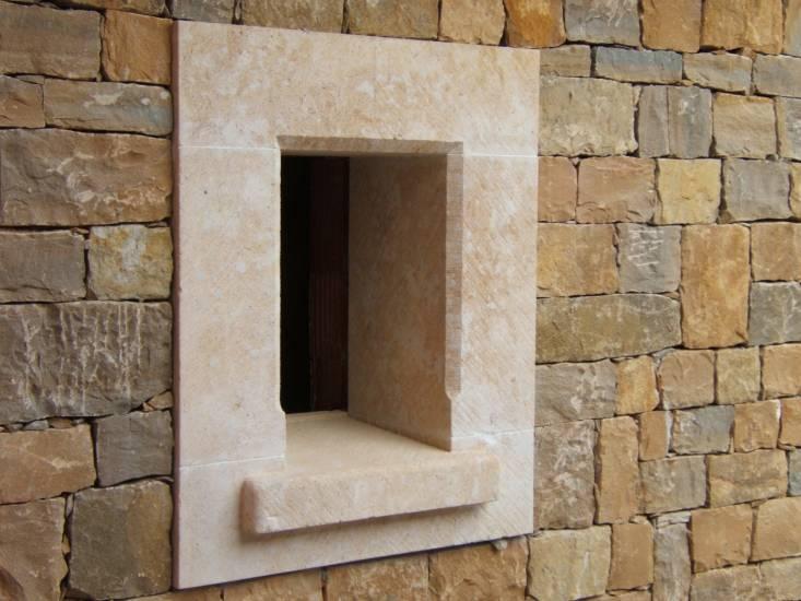 construction d 39 une maison de caract re en monomur et rev tement pierres de taille sur la farl de. Black Bedroom Furniture Sets. Home Design Ideas